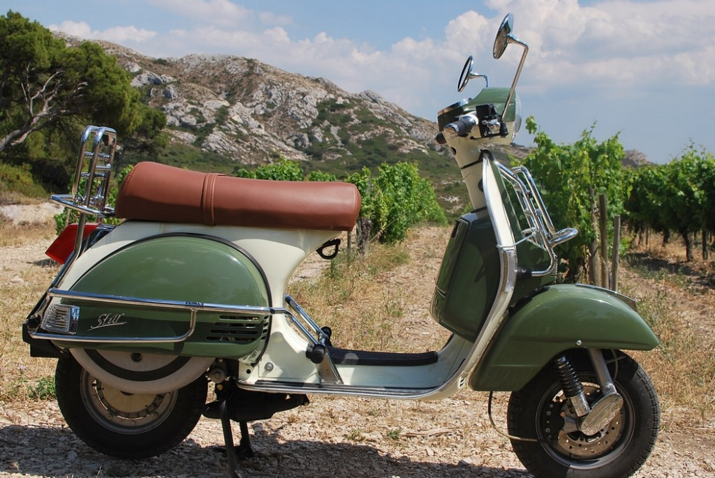 Visit les Alpilles on a scooter from Classic Bike Esprit